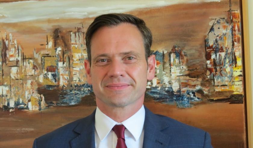 Burgemeester Sjoerd Potters complimenteert de vele professionals die Nederland en De Bilt draaiende houden.
