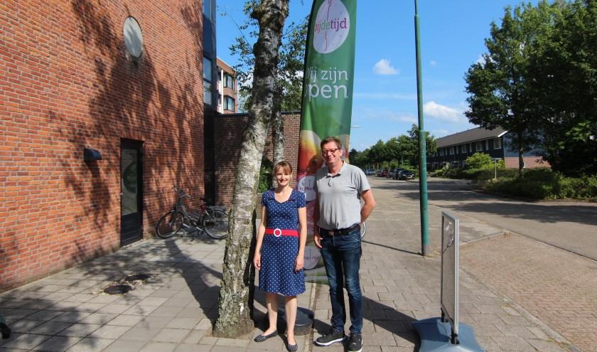 Judith Boezewinkel en Ed Brandsma bij Bij de Tijd. [foto Henk van de Bunt]