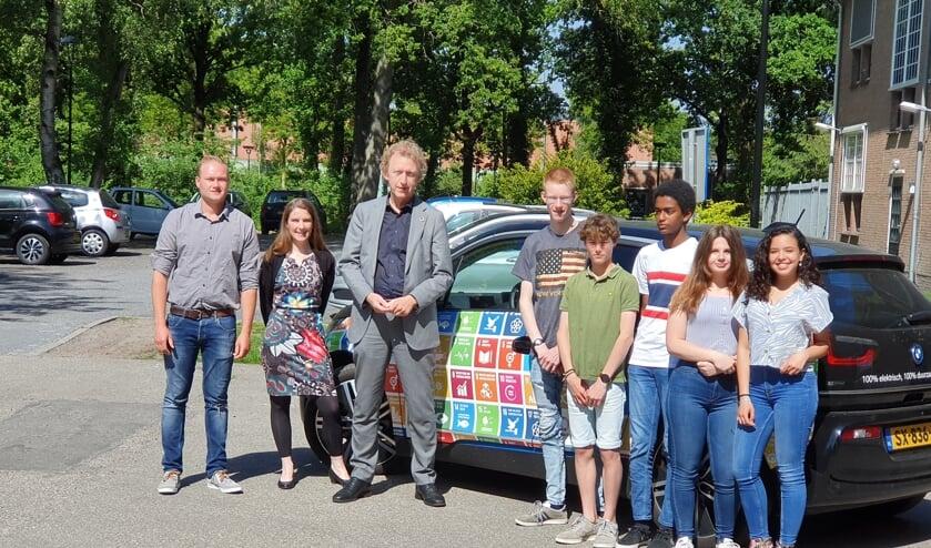 Dos Schaafsma, Maaike Noorlander, Hugo von Meyenfeldt en leerlingen van HNL zijn al volop bezig met een duurzaam De Bilt.