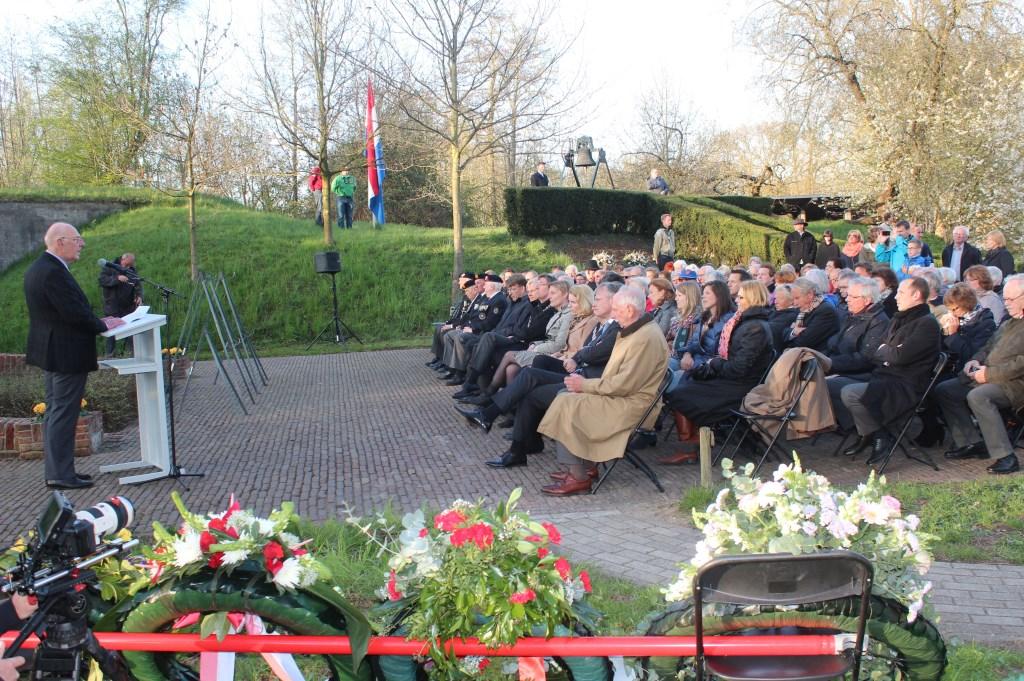 In 2013 was Mobach zelf spreker bij de herdenkingsbijeenkomst bij Fort De Bilt: 'Herdenken is een moment van bezinning'.In 2013 was Mobach zelf spreker bij de herdenkingsbijeenkomst bij Fort De Bilt: 'Herdenken is een moment van bezinning'.  © De Vierklank
