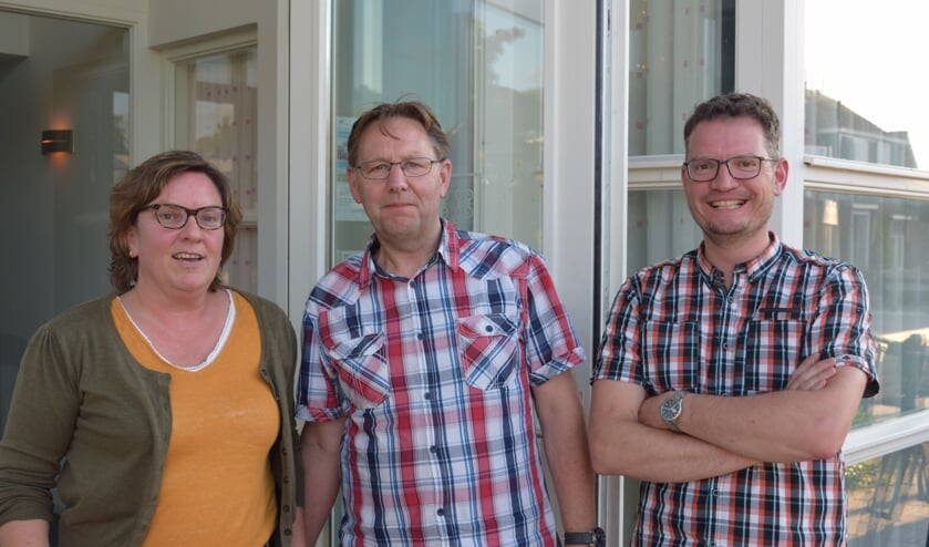 De avond staat onder leiding van Jael Vuyck (l), Arie de Bree (m) en Ruth Nagel (r).