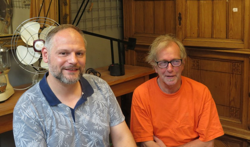 De coördinatoren Coen de Moor en Frank Dujardin genieten van de themamarkten.