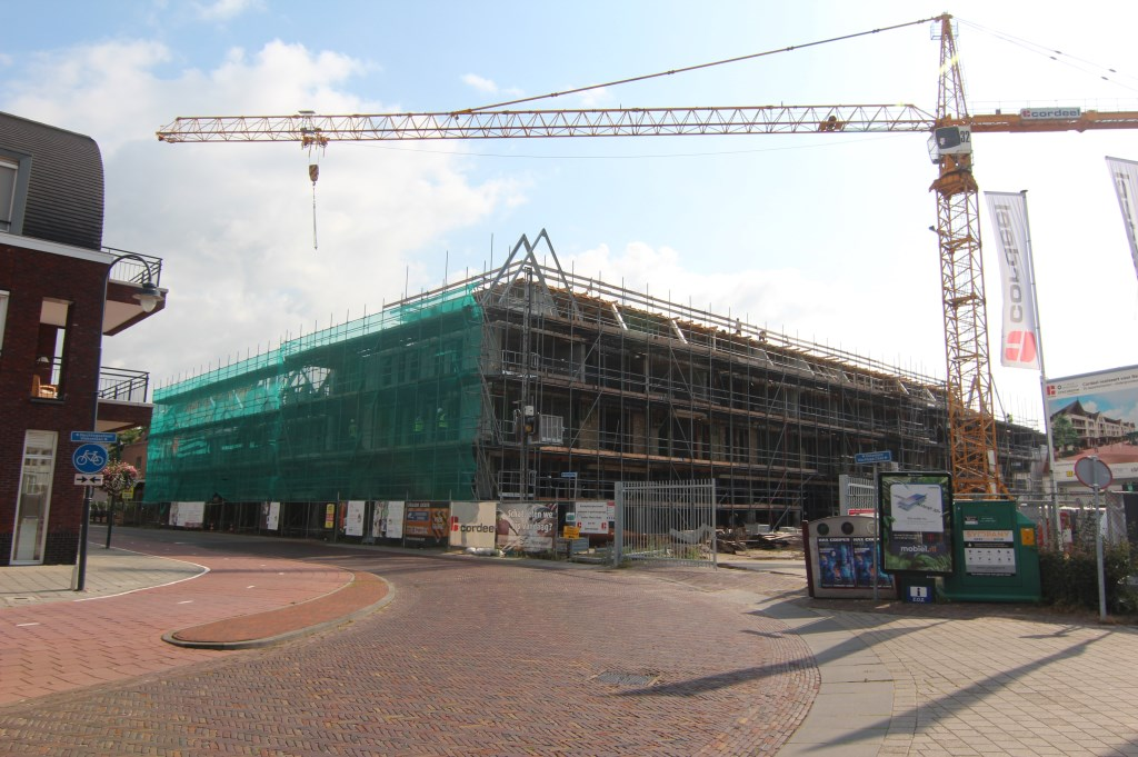 De belangrijkste reden voor Hart VOOR Bilthoven (HVB) om een rechtszaak aan te spannen was de hoogte van het nieuwbouwpand aan het Vinkenplein.   © De Vierklank