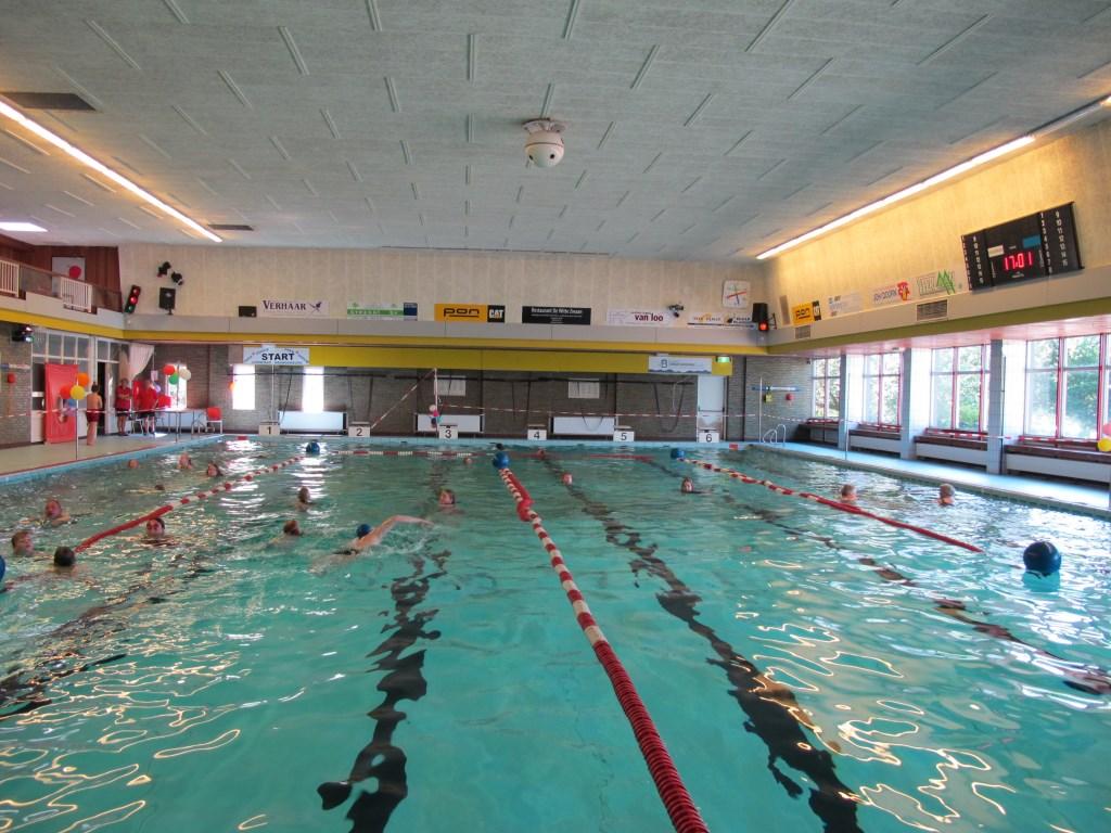 In 2011 t.g.v. het vijf en dertig jarig jubileum maakte Lilian van Dijk voor De Vierklank deze foto tijdens de zwemvierdaagse.  © De Vierklank