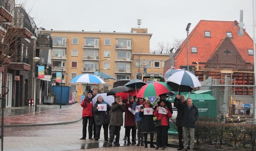 Op 10 februari 2019 stonden vertegenwoordigers van alle bewonersorganisaties, die zijn aangesloten bij Hart Voor Bilthoven in de stromende regen om van hun verontrusting blijk te geven.