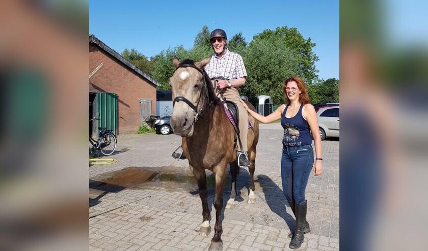 Ter ere van zijn 100ste verjaardag zat Marten Mobach weer te paard.