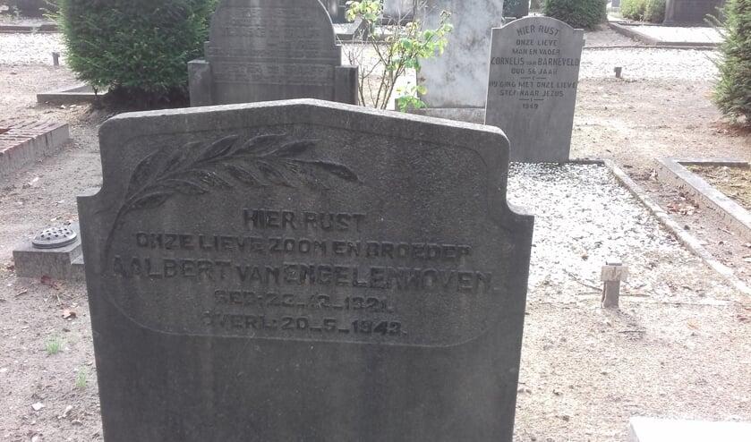 De oorlogsgraven stichting vermeldt hierover: Achternaam Engelenhoven, van | Voornamen Aalbert | Geboren 23-12-1921 | Overleden 20-05-1943.