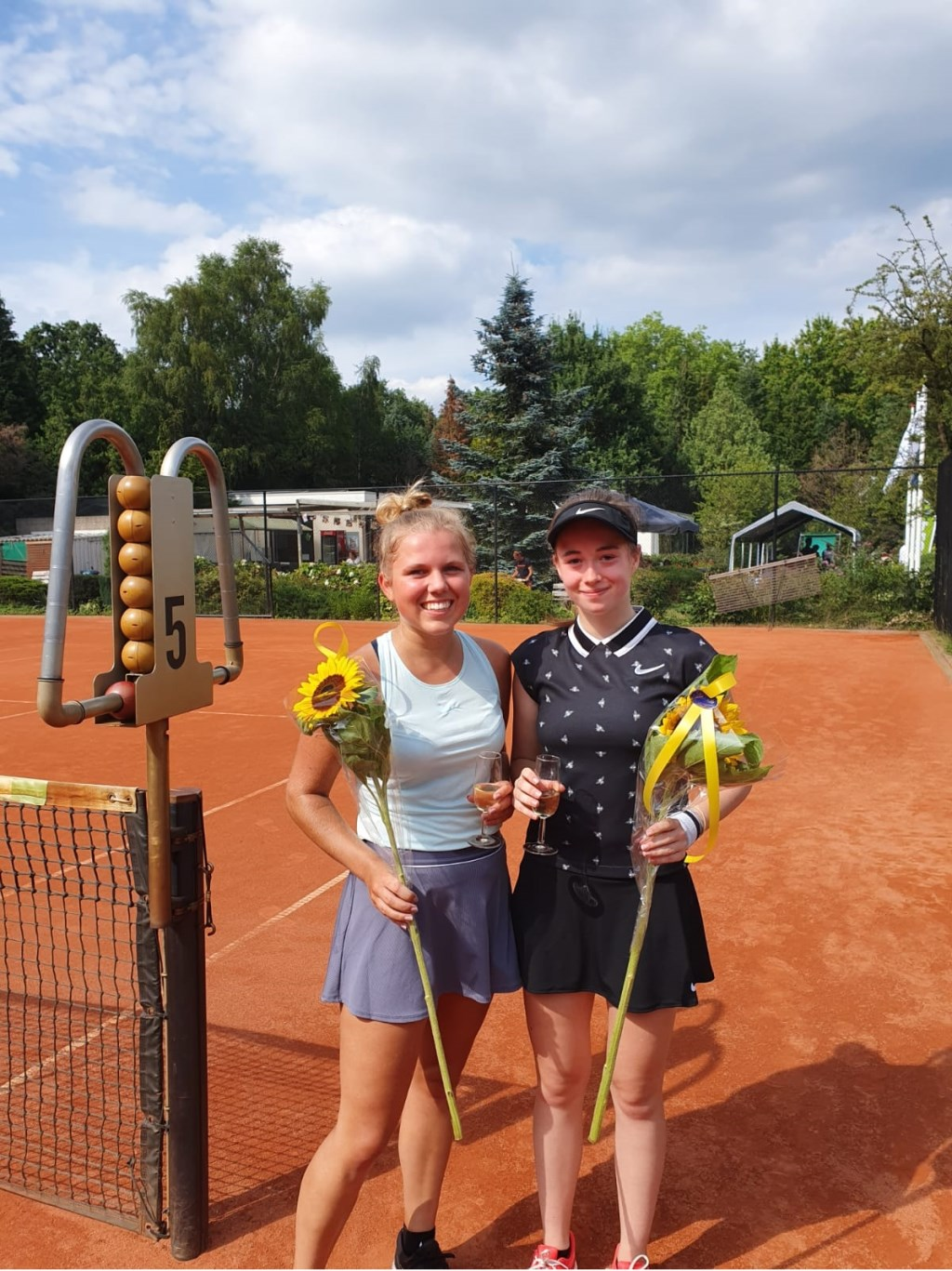 Finalisten enkelspel Murthe Ijzerman en Willie Nijborg.  © De Vierklank
