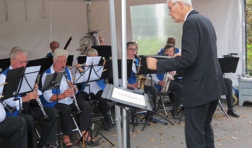 Muziekvereniging Kunst en Genoegen uit Maartensdijk verzorgt onder leiding van Frans de Graaf de muzikale omlijsting.