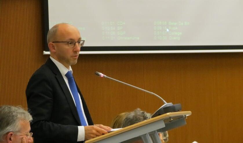 Erik van Esterik aan het woord in een gemeenteraadsvergadering.