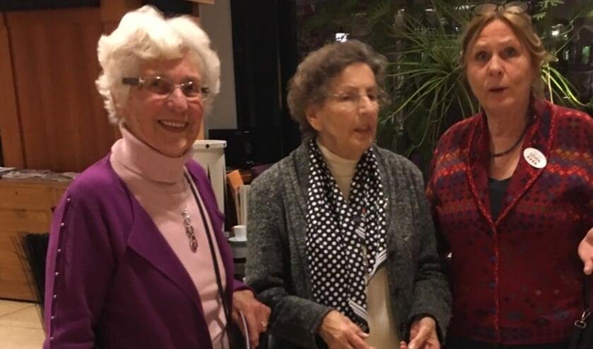 Marion Baartmans samen met dames Nauta en Van Dort bij een voorstelling van Tineke Schouten.