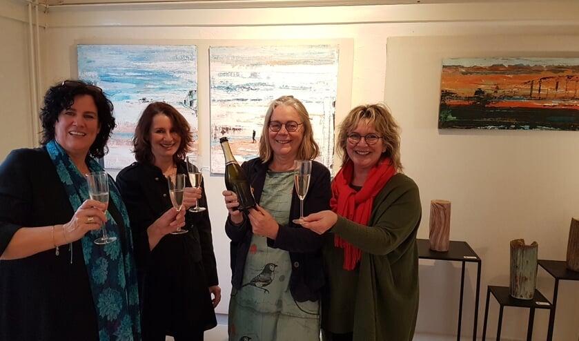 Ellen van der Wal, Diana Buitink, Hanneke van den Bergh en Iris van Haaren bij de opening van Kunst in Bilt.