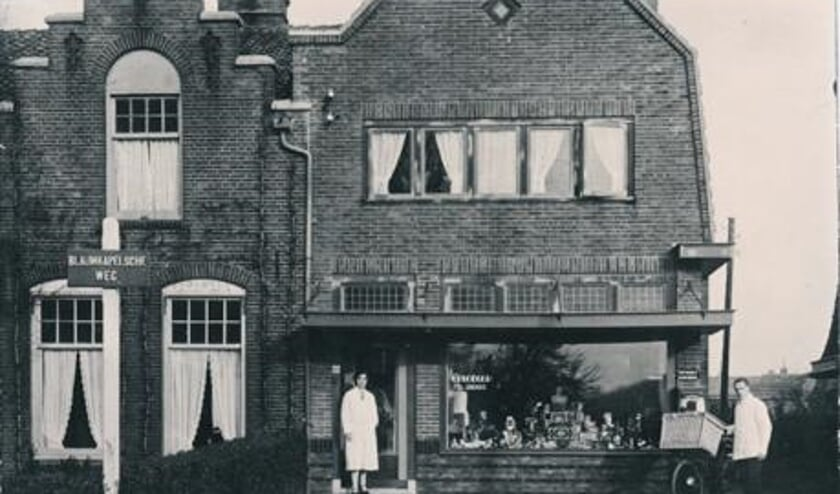 1e generatie Ploeger voor de winkel aan de Blauwkapelseweg.