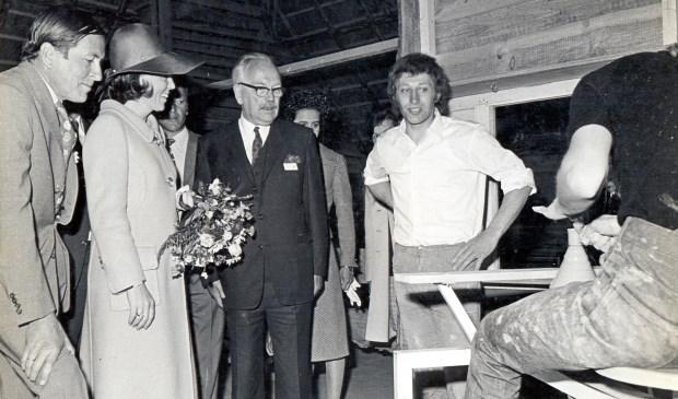 Beatrix en Claus in 1977 bij Philippe in het atelier op bezoek. (foto Koos Kolenbrander)  © De Vierklank