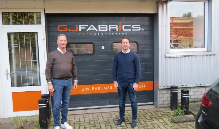 Gert-Jan Sjollema en Michael van Dongen (r) voor de ingang van de teststraat.