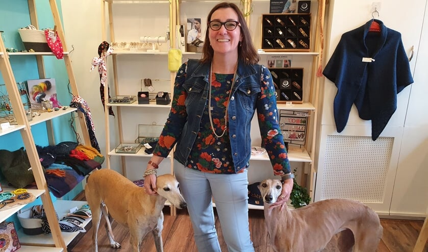 Andrea Philipini in haar winkel.