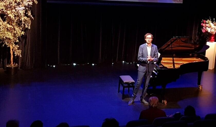 Pianist Wouter Harbers in een prachtig uitgelicht Lichtruim.