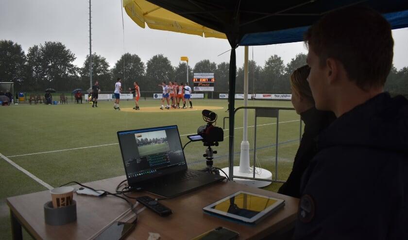 Supporters konden thuis, droog, de wedstrijd via livestream volgen.