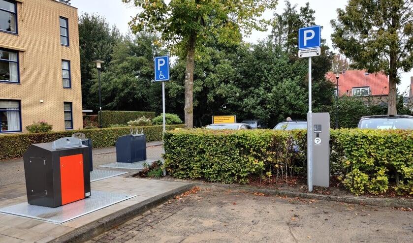 Met de komst van een nieuwe afvalcontainer is een gehandicaptenparkeerplaats plots verdwenen.