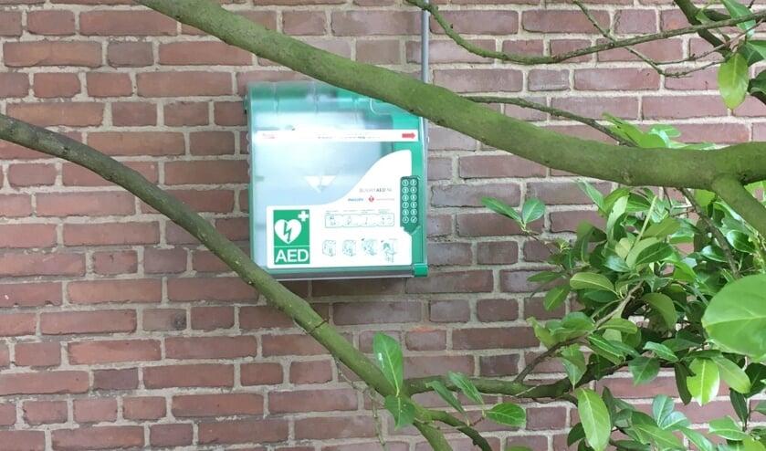 Sinds kort hangt er een AED bij de Michaelkerk.