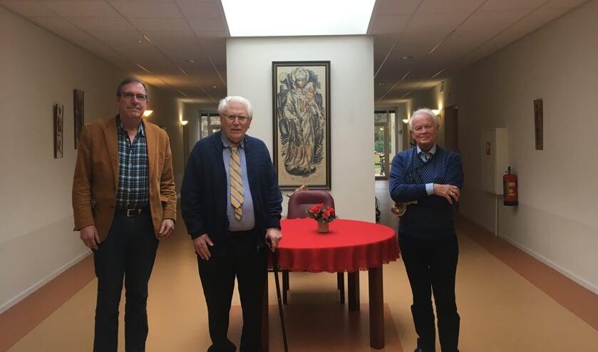 V.l.n.r. Tom Uittenbogaard, pastor de Wit en Johan van Stralen blikken terug op de eerste periode van de Algemene Begraafplaats Maartensdijk