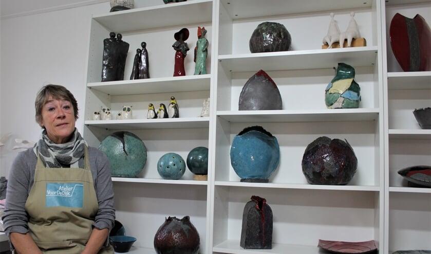 Corry van der Sluys in haar atelier.