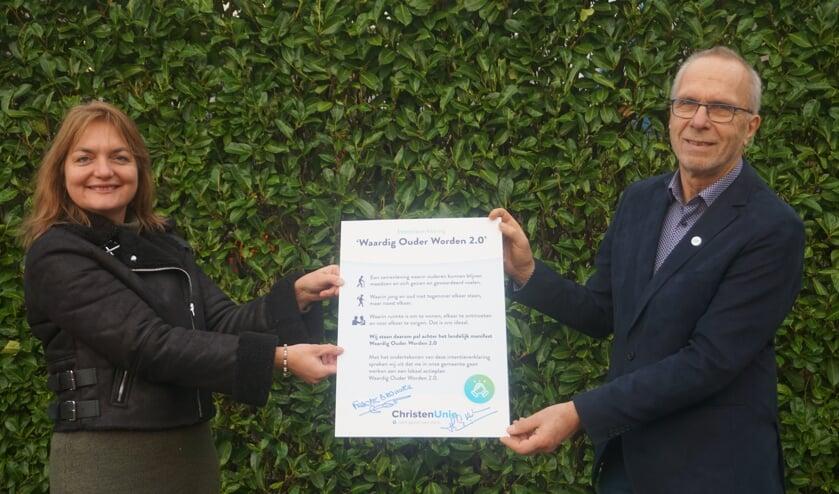 Het Manifest Waardig Ouder worden is ondertekend. (foto ChristenUnie De Bilt)