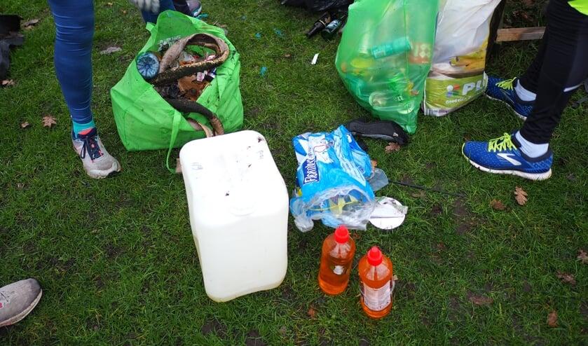 Ploggen: afval rapen en hardlopen tegelijk. Goed voor de conditie en het ruimt op