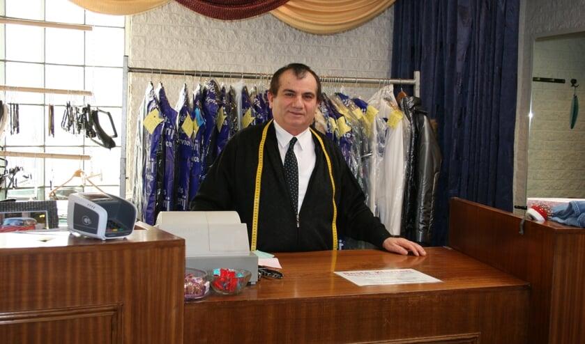 Kledingmaker Sadik verheugt zich erg op het verhuizen naar zijn nieuwe adres in de Kwinkelier.