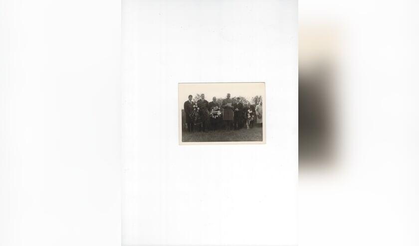 Herdenking in Ladelund, met derde van links J. van Leeuwen. (foto Guus Groenemeijer; publicatie kamp Ladelund 1990).