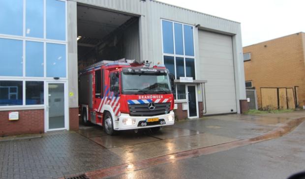 De brandweerauto's in Maartensdijk staat elders geparkeerd omdat ze niet in de huidige kazerne passen. Foto:  © De Vierklank