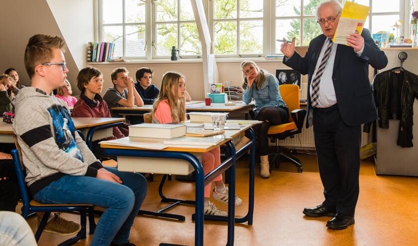 Karel Beesemer (84) heeft als klein jochie tijdens de Tweede Wereldoorlog ondergedoken gezeten op verschillende adressen, waaronder in Bilthoven. In 2017 gaf hij voor de laatste keer les over zijn kindertijd in de oorlog (foto Mel Boas).