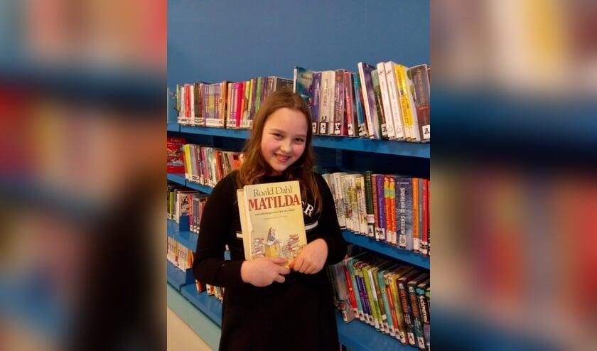 Inanna Baelde Jansen (Het Zonnewiel Vrijeschool De Bilt) leest uit Matilda van Roald Dahl.