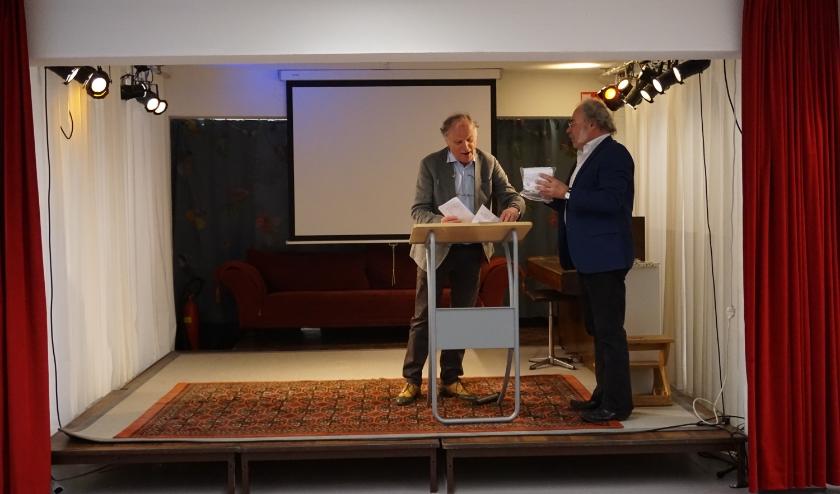 Hooymeijer bedankt Hendrik Willem Gispen voor zijn inleiding.
