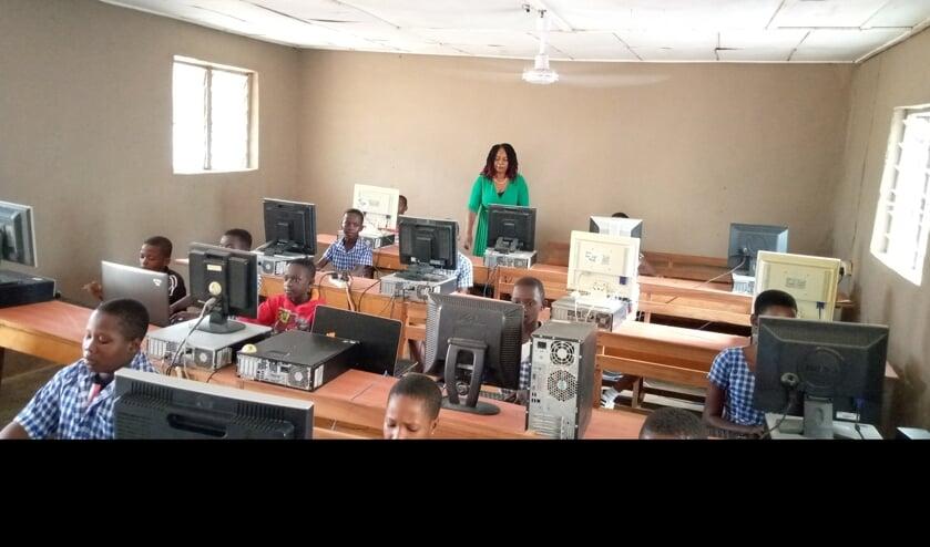 ICT-klas gerealiseerd in Ghanese Corsa school.