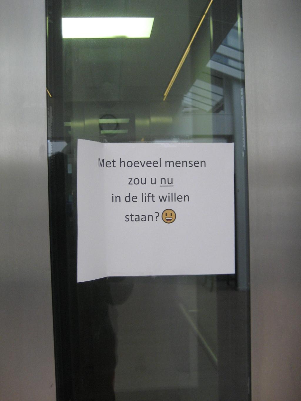 Duidelijke boodschap op de lift in Dijckstate.  © De Vierklank