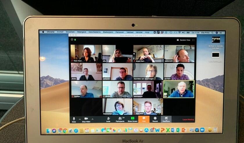 Videovergadering van schooldirecteuren.