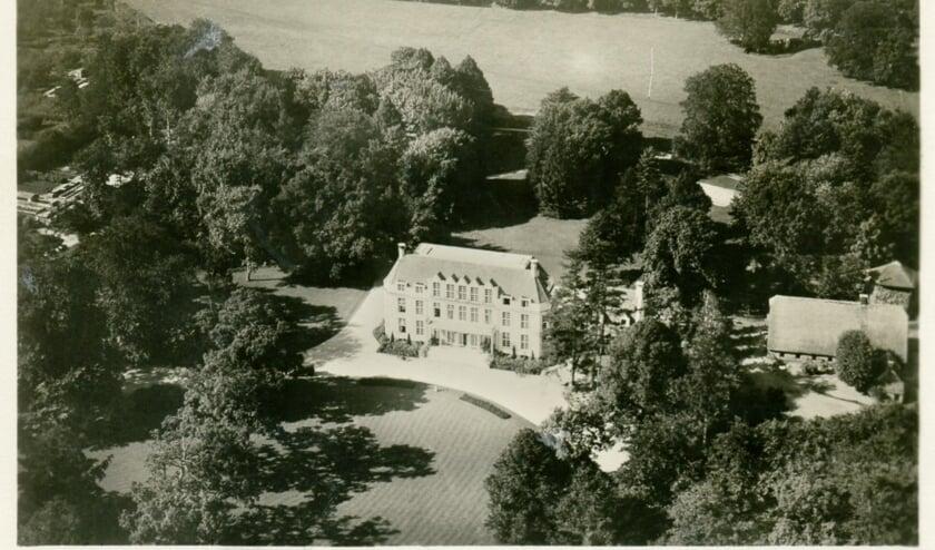 Een foto van Jagtlust uit 1933 net na de verbouwing tot gemeentehuis in 1932. Hier werden ze op gepakt, opgesloten en van daaruit afgevoerd naar kamp Amersfoort.