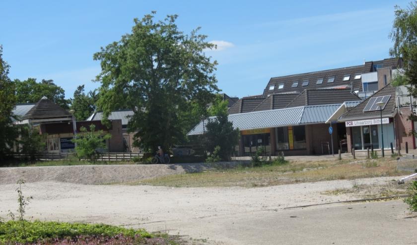 Fase 4 is de locatie van de voormalige sporthal. Op deze locatie komen winkels met bovenwoningen aan het Verlengde Uilenpad. Hierachter aan de zijde van de Centrumkerk komen ook woningen.