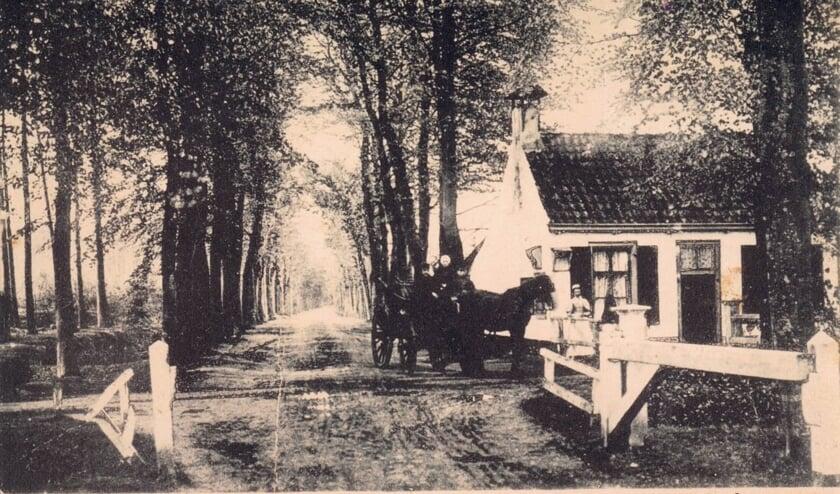 Een foto uit 1905; tolhuis gezien vanuit noordelijke richting. (foto Henk Kuus)