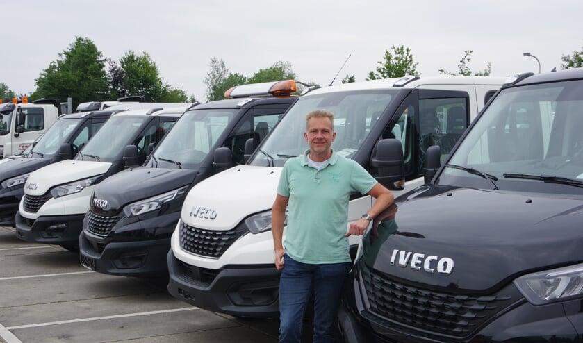 Pieter Veldhuizen voor zijn recent uit Italië afgeleverde bestelauto's.