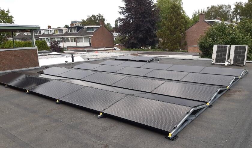 Op het dak van de wereldwinkel liggen 44 zonnepanelen