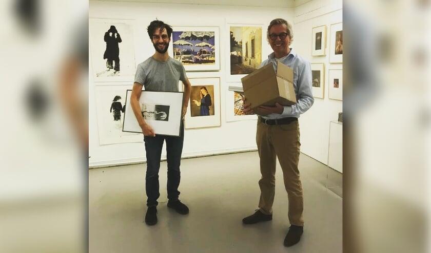 Ben en Ties Alfrink van Graffa Gallery richten de expositie in.