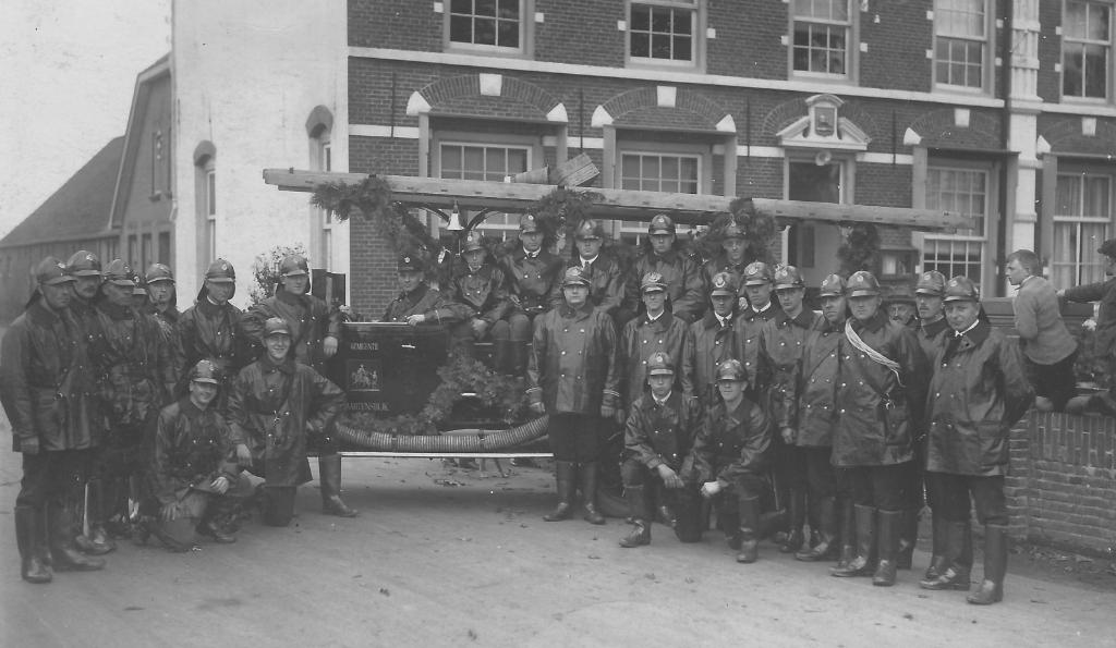 Bij de oprichting van de Maartensdijkse brandweer in september 1928 was het korps 28 man sterk.  Foto:  © De Vierklank