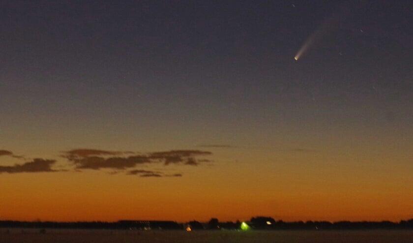 Komeet Neowise goed zichtbaar vanaf de Korssesteeg. (foto Eugène Jansen)