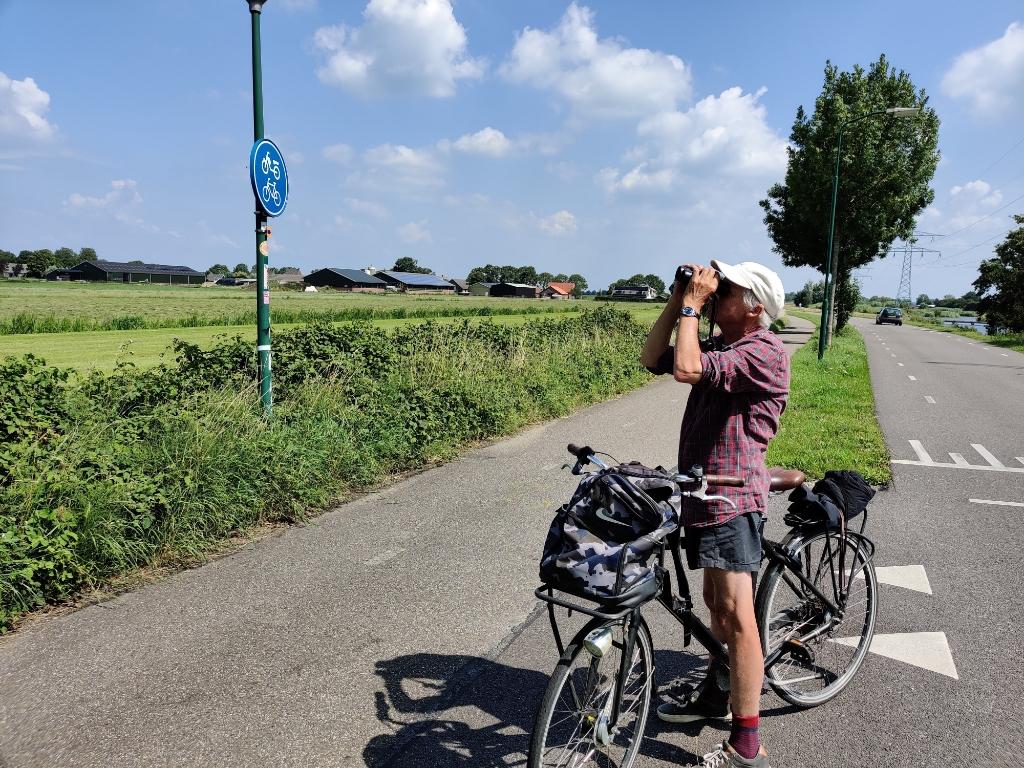 Ook langs de Burgemeester Huydecoperweg zoekt en telt Wigle watervogels Foto:  © De Vierklank