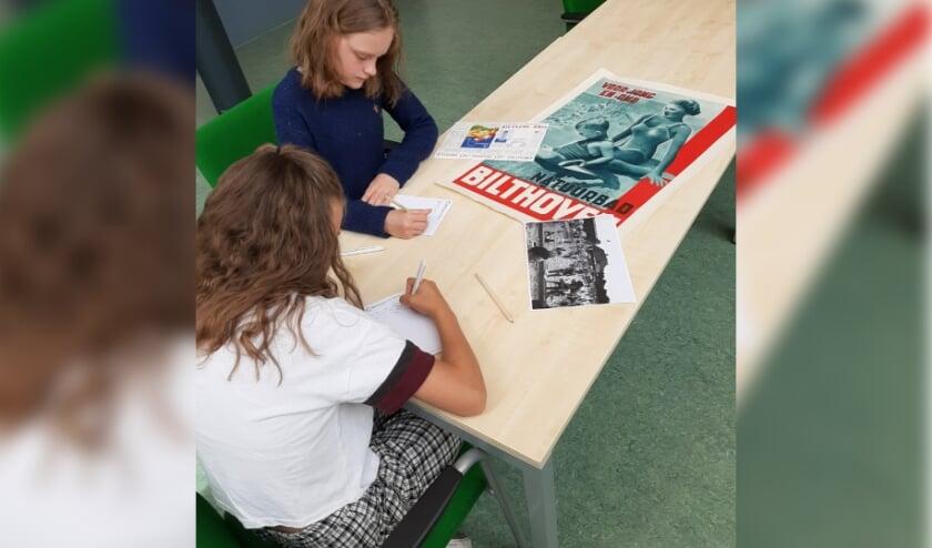 Tijdens het kinderschrijfcafé leer je verhalen schrijven aan de hand van archiefmateriaal.