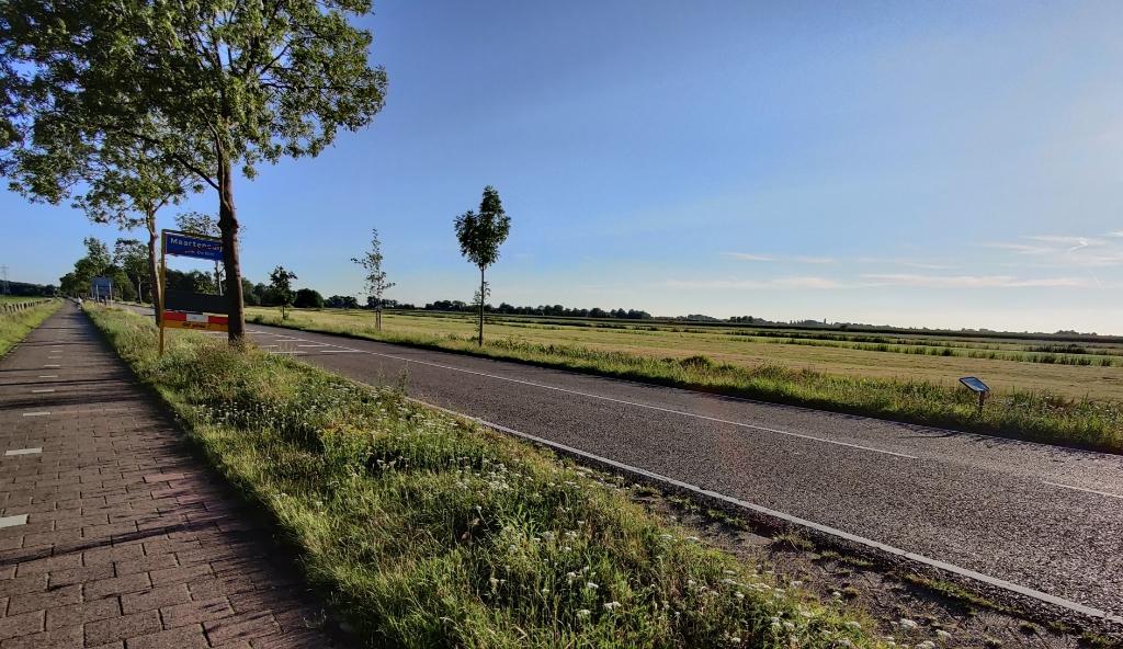 Komend uit Maartensdijk (snelheid 50 km) mag men ter hoogte van hmpl. 5.75 (grens bebouwde kom) niet meer accelereren naar 80 maar moet men zich inhouden tot 60 km/u. [foto Henk van de Bunt] Foto:  © De Vierklank