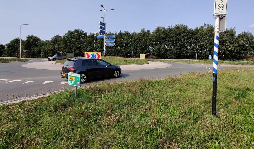 Fase 1 betreft het weggedeelte dat loopt vanaf de rotonde met de Provincialeweg (234) langs de rotonde  bij de Achter Wetering tot aan de 'schoolfoto-rotonde bij de Maartensdijkse Dorpsweg. [foto Henk van de Bunt]