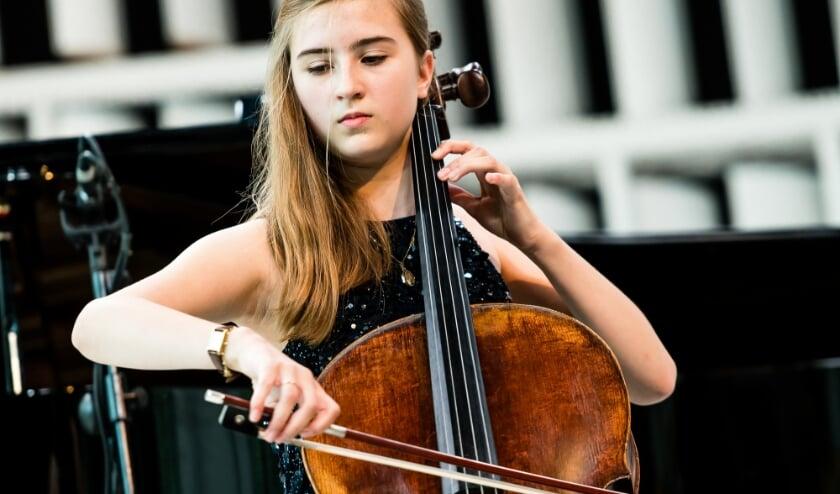'Zenuwen zijn best een ding voor me. Maar als ik begin te spelen dan kalmeert de muziek me vanzelf', zegt de dertienjarige Donna.